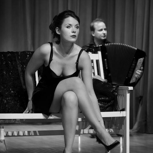 Stella Louise Goeke (Gesang) & Marko Kassl (Akkordeon)
